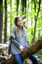 Mädchen im Wald - LVF08905