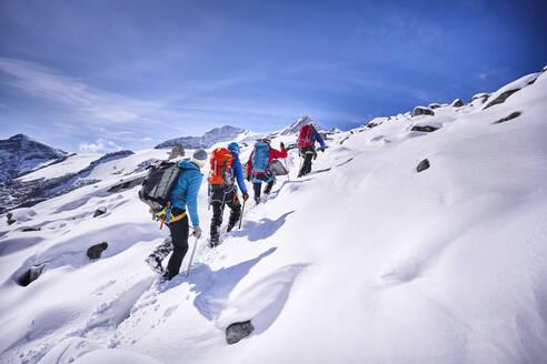 Group of mountaineers, Grossvendediger, Tyrol, Austria - PNEF02591