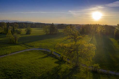 Sonnenuntergang, Abendstimmung, Bad Heilbrunn, Drohnenflug, Oberbayern, Bayern, Deutschland, - LBF03098