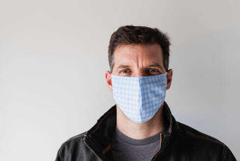 Man wearing homemade cloth face mask during Covid 19 pandemic. - CAVF86429