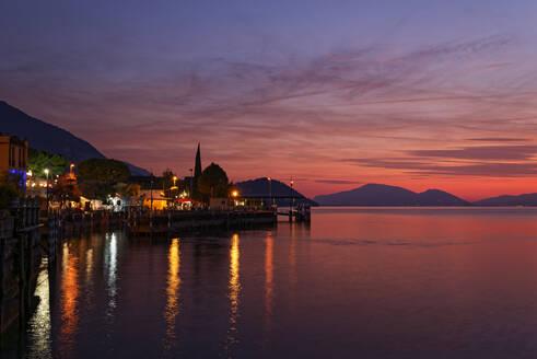 Italy, Lombardy, Sulzano, LakeIseo harbor at sunset - UMF00949