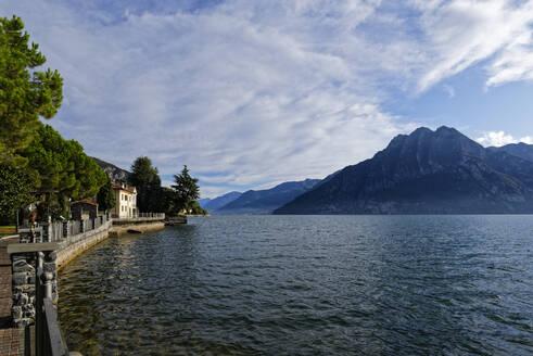 Italy, Lombardy,RivadiSolto, LakeIseoand mountain - UMF00964