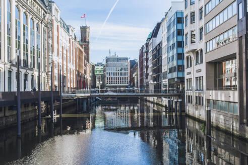 Germany, Hamburg,Bridge over Bleichenfleet canal - IHF00373