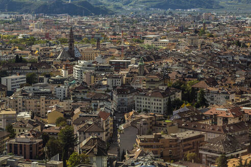 Italy, Bozen, Cityscape seen from cable car - NGF00577