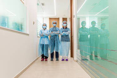 Female doctor and nurses in corridor at dentist's clinic - DLTSF00962