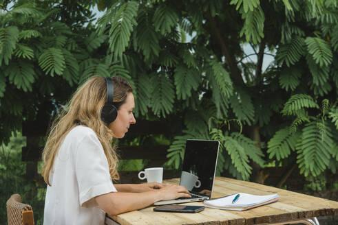 Woman working in garden - SKCF00671