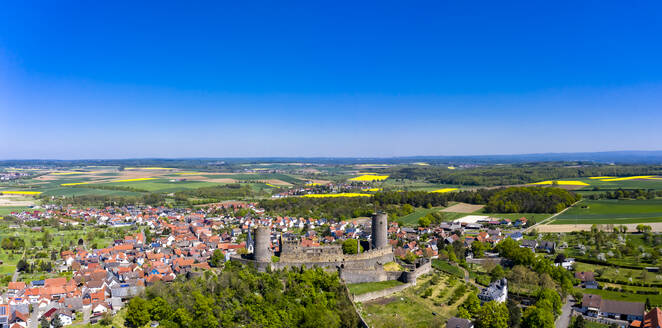 Germany, Hesse, Munzenberg, Helicopter view of Munzenberg Castle and surrounding village in summer - AMF08385