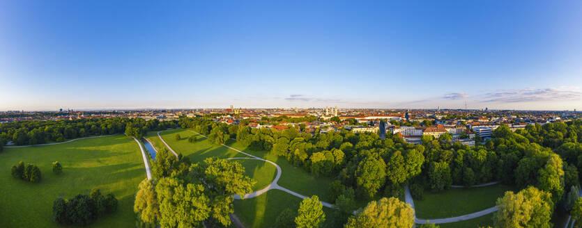 Panorama vom Englischen Garten mit Schönfeldwiese, Blick über die Altstadt und Schwabing, München, Luftbild, Oberbayern, Bayern, Deutschland - SIEF09999