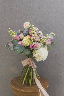 Studio shot of pink and yellow bouquet of summer flowers - DSIF00087