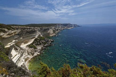 France, Corse-du-Sud, Bonifacio, Scenic view of coastal chalk cliffs - UMF00986