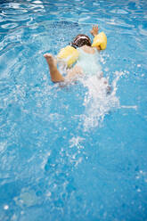 Little girl diving in swimming pool - JRFF04703