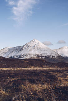 UK, Scotland, Snowcapped mountains of Isle of Skye in winter - RSGF00273