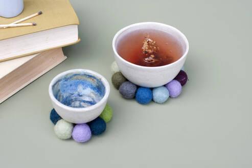 Bowls on DIY coasters made of felt balls - GISF00640