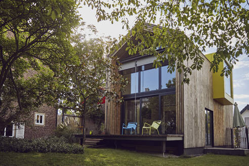 Exterior of modern tiny house - MCF01407