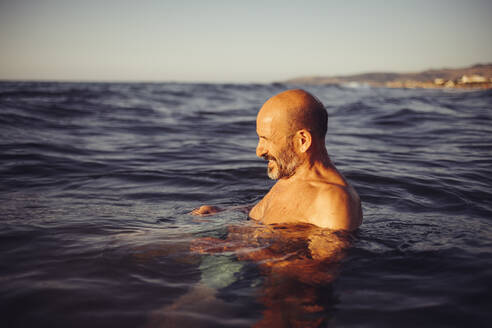 Man swimming in sea during sunset - MEUF02066