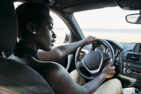 Beautiful woman looking away while driving car - MPPF01101