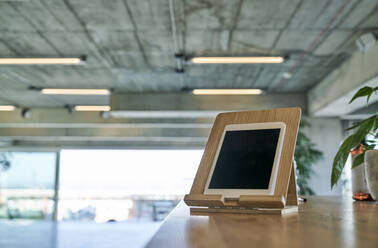 Digital tablet on wooden table - FMKF06451