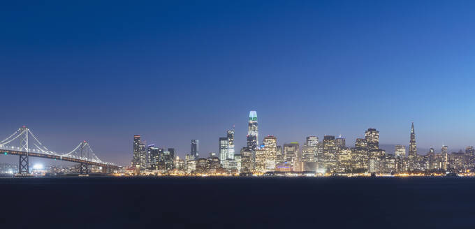 Urban skyline of downtown district at San Francisco, California, USA - AHF00134