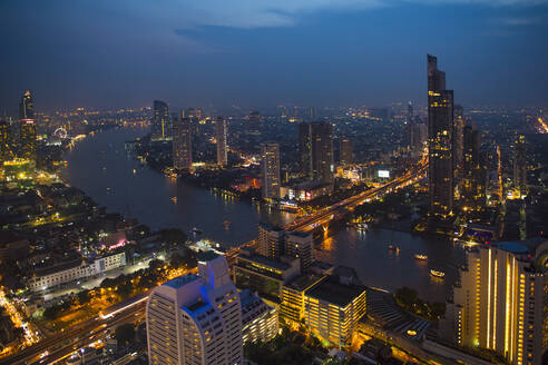 Overview of Bangkok with the Chao Praya river at dusk - CAVF89767
