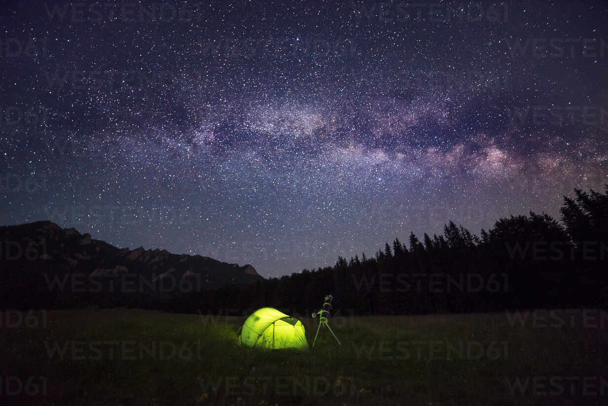 Camping tent at night against amazing sky full of stars and milky-way - CAVF89783 - Cavan Images/Westend61