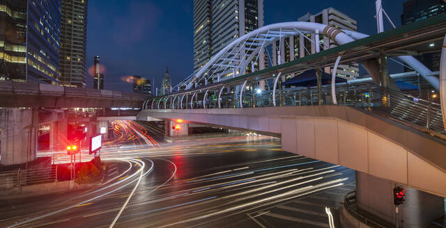 Chong Nonsi pedestrian bridge in Bangkok's Sathorn area - CAVF90766