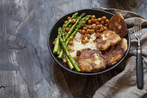 Bowl of rice with chick-peas, asparagus stalks and friedhalloumicheese - SBDF04434