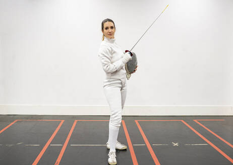 Portrait of womanin fencing outfit at gym - JCCMF00708