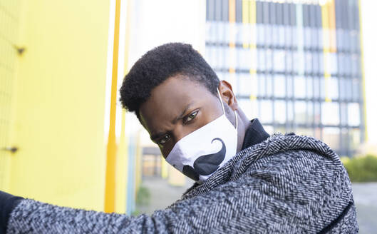 Portrait of elegant young man wearing face mask - JCCMF00797