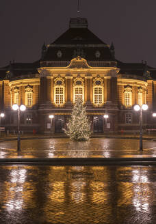 Germany, Hamburg, Laeiszhalle concert hall, Christmas decorations in city street - RJF00840