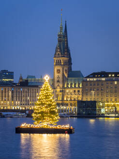 Germany, Hamburg, Inner Alster, Town hall, lake and city view with Christmas decorations - RJF00849