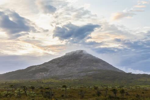 Australia, Oceania, Western Australia, Cape Le Grand National Park, Frenchman Peak, Mountain and plains - FOF11986