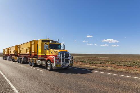 Australia, South Australia, Road train on Stuart Highway - FOF12097
