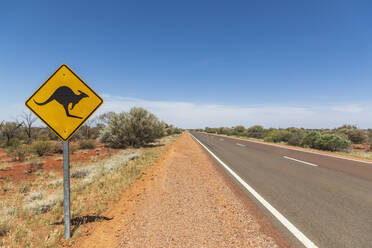 Australia, South Australia, Kangaroo warning sign by Stuart Highway - FOF12100