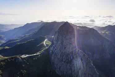 Berg Roque de Agando, Nationalpark Garajonay, Drohnenaufnahme, La Gomera, Kanaren, Spanien - SIEF10104
