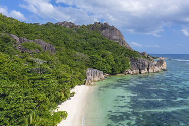 Aerial view of the famous sandy beach Anse Source d´Argent at La Digue Island. Anse Source d´Argent, La Digue, Seychelles, Indian Ocean, Indian Ocean Islands, Africa, Equator. - RUEF03189
