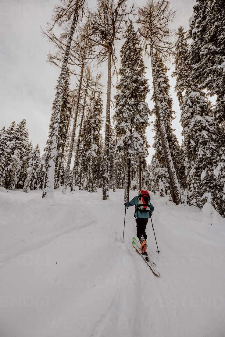 Skitour mit viel Neuschnee. Österreich, Kärnten, Gerlitzen (Berg), Villach - DAWF01778 - Daniel Waschnig Photography/Westend61