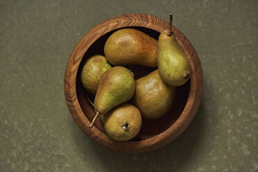 Ripe pears in wooden bowl - SABF00063
