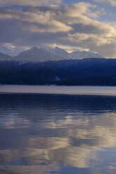 Walchensee im Winter, bei Urfeld, Oberbayern, Bayern, Deutschland - LBF03394