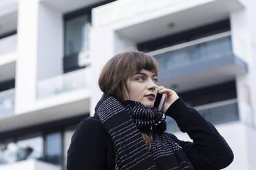 Junge Frau aussen mit Stadthäuser sucht Wohnung, Freiburg, BW, Germany - SGF02765