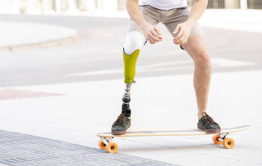 Caucasian young man, with a leg prosthesis, location with modern buildings, Madrid / Spain - JCCMF01277